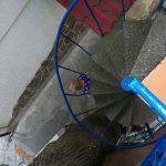 У Александра - лестница к Флигелю